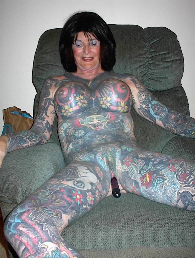 tattoo mature with dildo